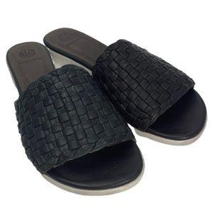 NWT Coclico Fir Slide Sandal in Natural Black